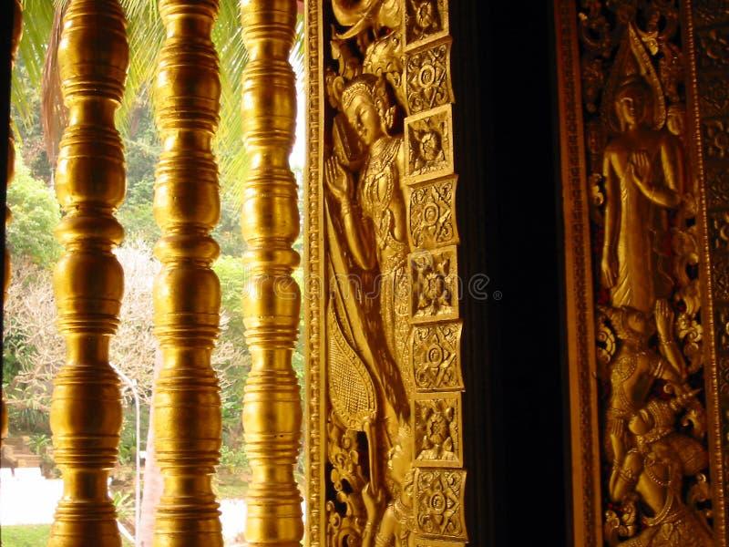 χρυσό παράθυρο ναών του Λάος τέχνης στοκ εικόνα με δικαίωμα ελεύθερης χρήσης