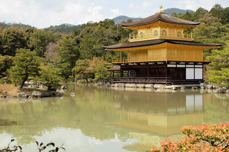 Χρυσό περίπτερο Kinkaku του ιαπωνικού βουδιστικού ναού Kinkaku-kinkaku-ji, Rokuon-rokuon-ji, Κιότο, Ιαπωνία στοκ εικόνες