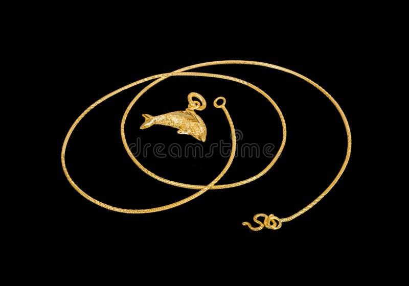 Χρυσό περιδέραιο με το χρυσό δελφίνι locket στοκ φωτογραφία με δικαίωμα ελεύθερης χρήσης