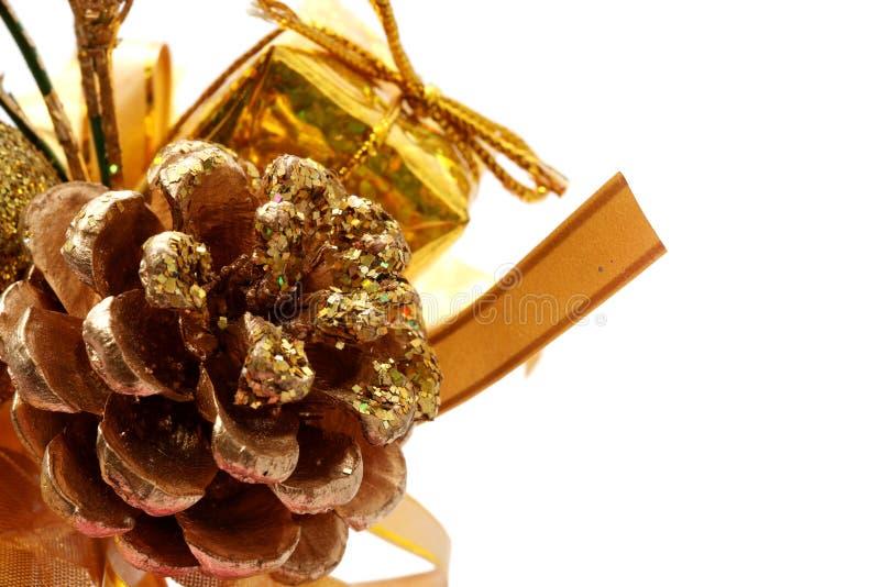 Download χρυσό πεύκο Χριστουγέννω&n στοκ εικόνα. εικόνα από εξωραΐζει - 1529029