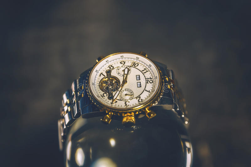 χρυσό ρολόι στοκ εικόνα με δικαίωμα ελεύθερης χρήσης
