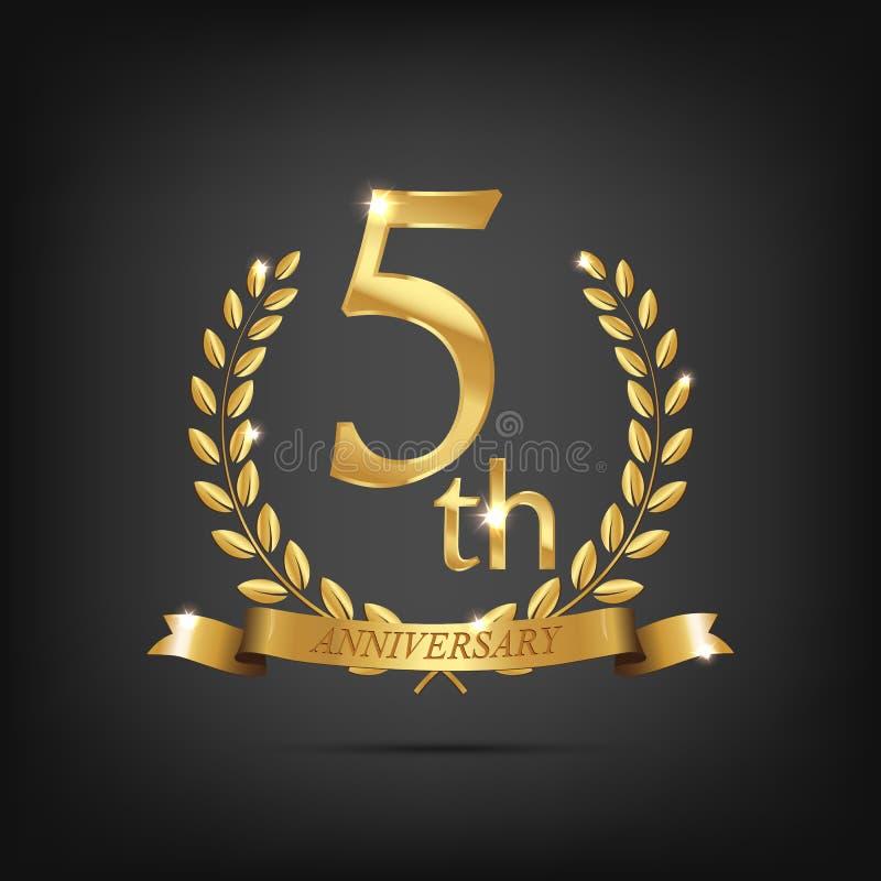 χρυσό σύμβολο 5 επετείου Χρυσά στεφάνια δαφνών με τις κορδέλλες και πέμπτο σύμβολο έτους επετείου στο σκοτεινό υπόβαθρο ελεύθερη απεικόνιση δικαιώματος