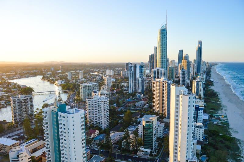 Χρυσό τοπίο ακτών από τον ουρανοξύστη στοκ φωτογραφίες