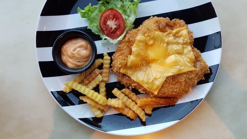Χρυσό τυρί κοτόπουλου στοκ εικόνες με δικαίωμα ελεύθερης χρήσης