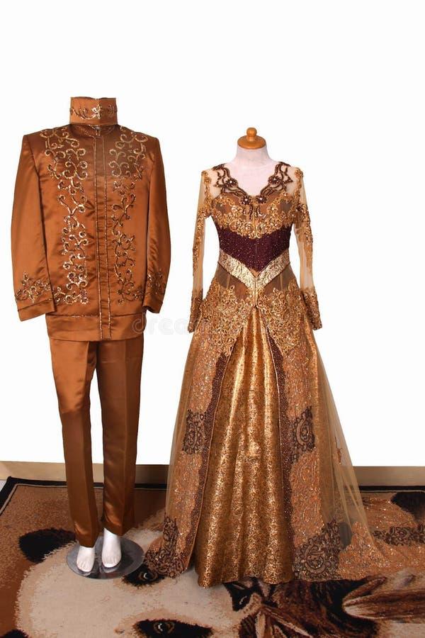Χρυσό χρώμα γαμήλιων φορεμάτων και καφετής Μουσουλμάνος σχεδίου στοκ εικόνα με δικαίωμα ελεύθερης χρήσης