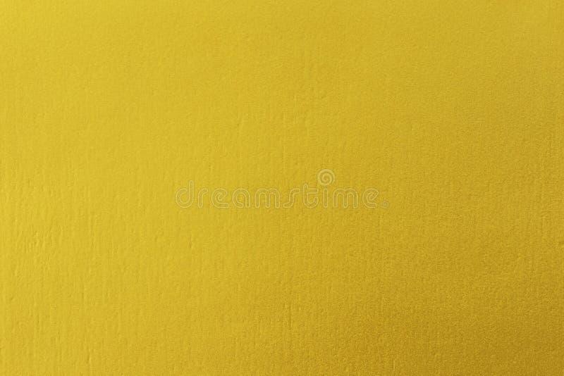 Χρυσό χρώμα στο τραχύ υπόβαθρο σύστασης τοίχων τσιμέντου στοκ εικόνα με δικαίωμα ελεύθερης χρήσης