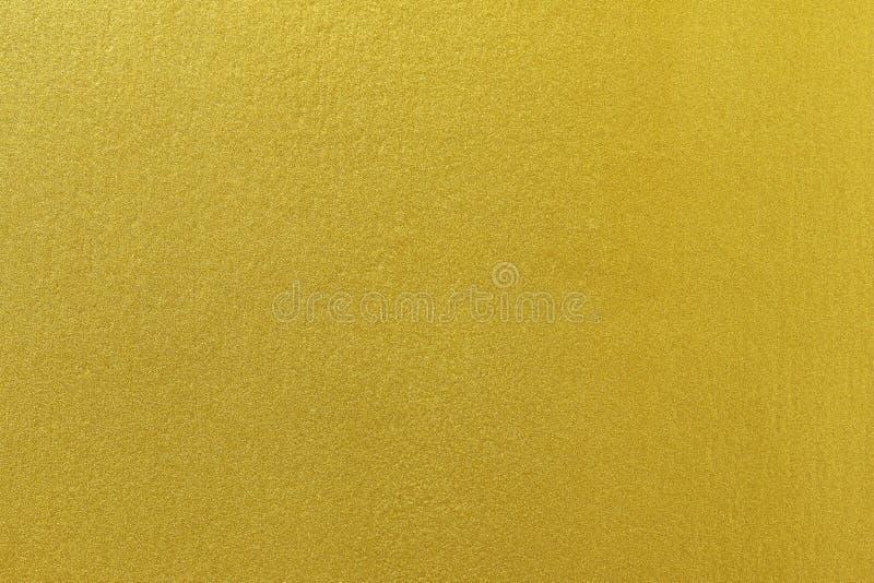 Χρυσό χρώμα στο τραχύ υπόβαθρο σύστασης τοίχων τσιμέντου στοκ φωτογραφία με δικαίωμα ελεύθερης χρήσης