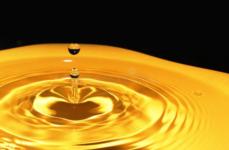 χρυσό ύδωρ απελευθέρωση&si στοκ εικόνες