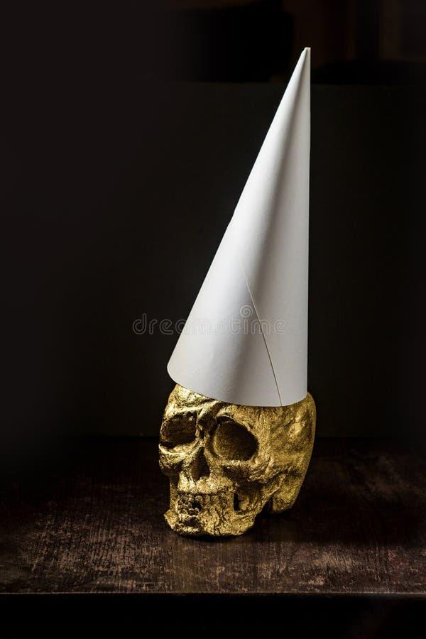 Χρυσό Dunce κρανίων καπέλο στοκ φωτογραφία