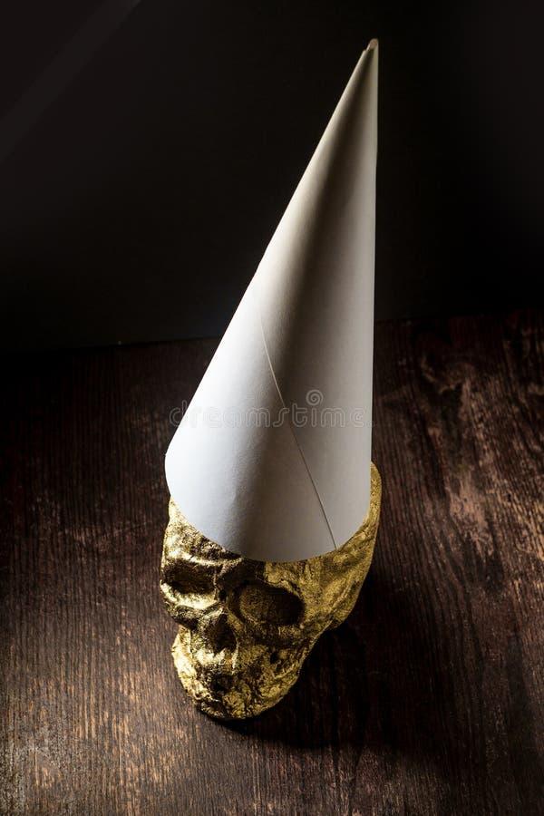 Χρυσό Dunce κρανίων καπέλο στοκ εικόνα με δικαίωμα ελεύθερης χρήσης