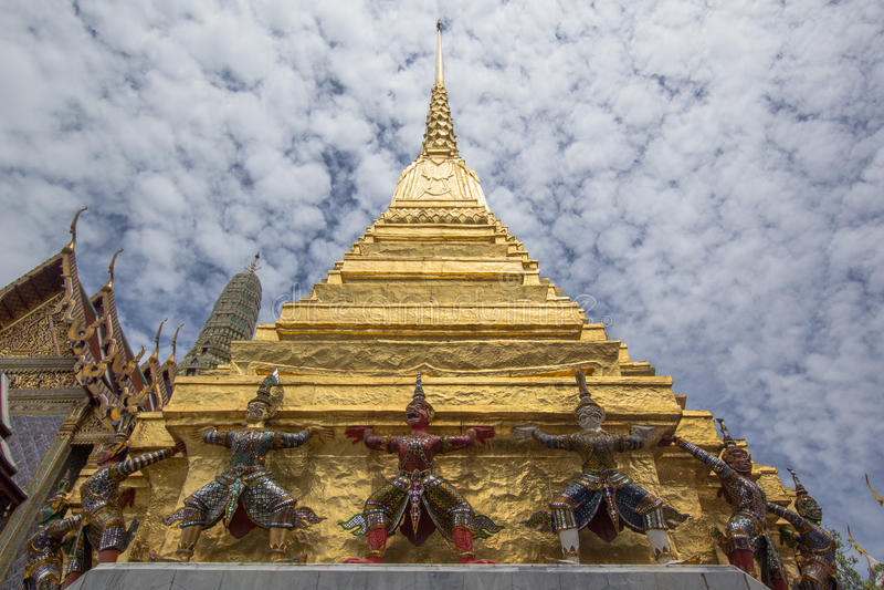 Χρυσό stupa στο wat phrakeaw στοκ φωτογραφίες με δικαίωμα ελεύθερης χρήσης