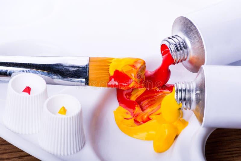 Χρωματίζοντας ακρυλικά χρώματα στοκ εικόνες με δικαίωμα ελεύθερης χρήσης
