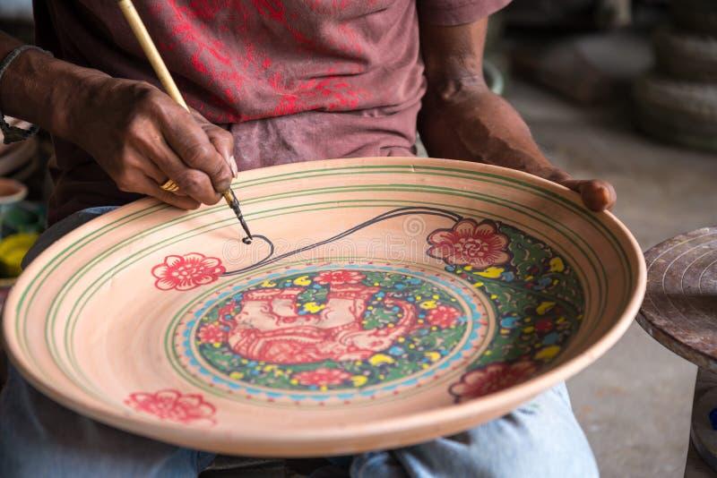 Χρωματίζοντας κεραμική αγγειοπλαστική στοκ φωτογραφίες με δικαίωμα ελεύθερης χρήσης