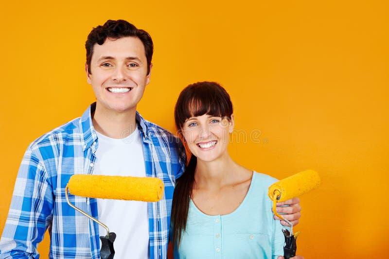 Χρωματίζοντας νέο σπίτι στοκ φωτογραφίες με δικαίωμα ελεύθερης χρήσης