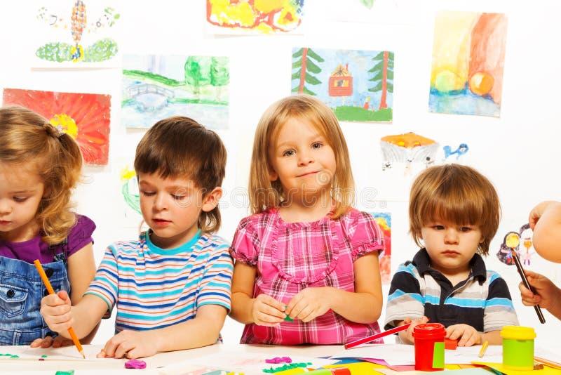 Χρωματίζοντας παιδιά στοκ εικόνες