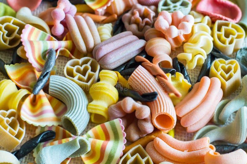 χρωματισμένα ζυμαρικά στοκ φωτογραφία