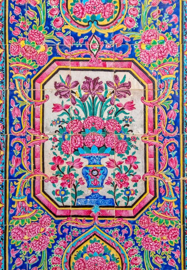 Χρωματισμένα μουσουλμανικό τέμενος κεραμίδια του Nasir Al-Mulk στοκ εικόνα