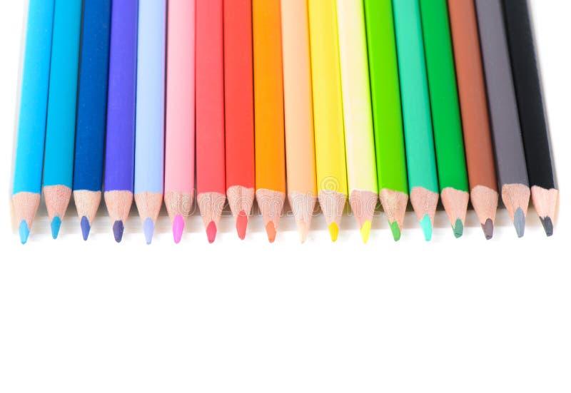 Χρωματισμένα μολύβια στη σειρά στοκ εικόνες