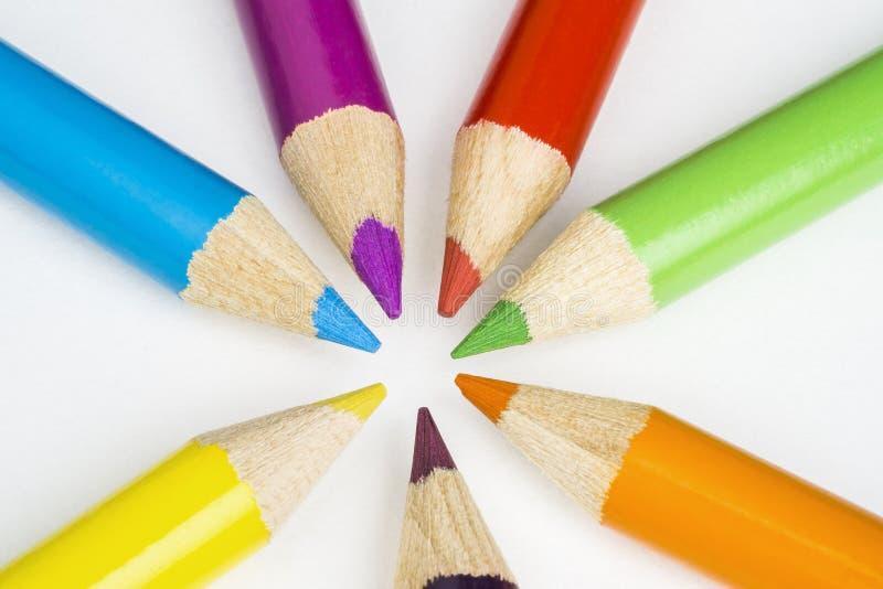 Χρωματισμένα μολύβια στο άσπρο υπόβαθρο στοκ εικόνα με δικαίωμα ελεύθερης χρήσης