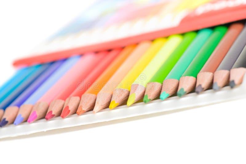 Χρωματισμένα μολύβια στο κιβώτιο στοκ εικόνες