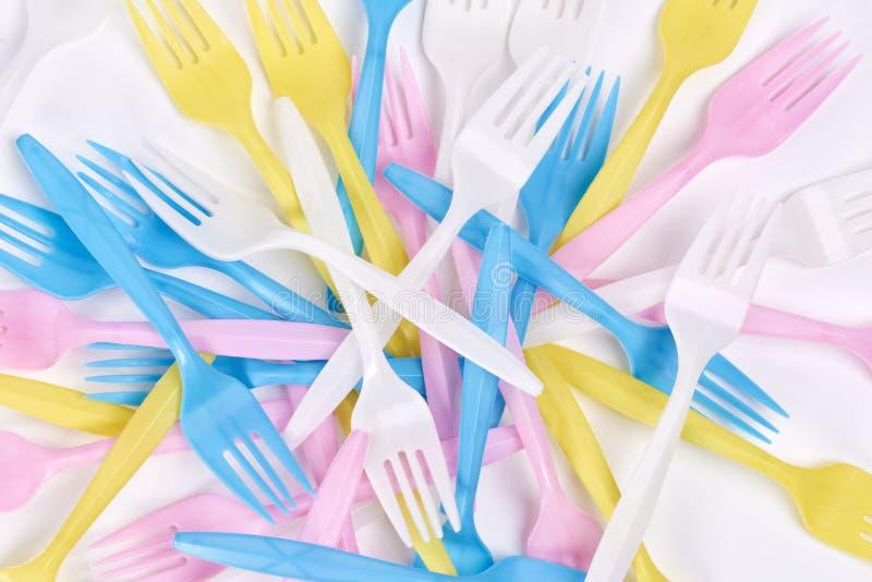 Χρωματισμένα, πλαστικά δίκρανα στοκ εικόνα με δικαίωμα ελεύθερης χρήσης