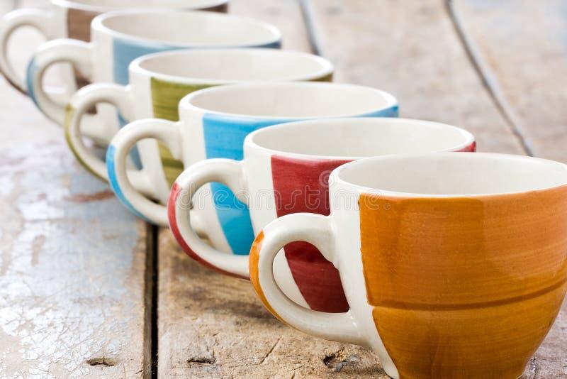 Χρωματισμένα φλυτζάνια καφέ στοκ εικόνα