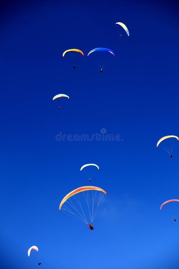 Χρωματισμένες εμφάσεις στον ουρανό στοκ εικόνες με δικαίωμα ελεύθερης χρήσης