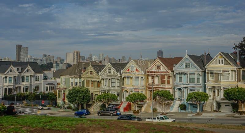 Χρωματισμένες κυρίες στην πόλη του Σαν Φρανσίσκο στοκ φωτογραφίες