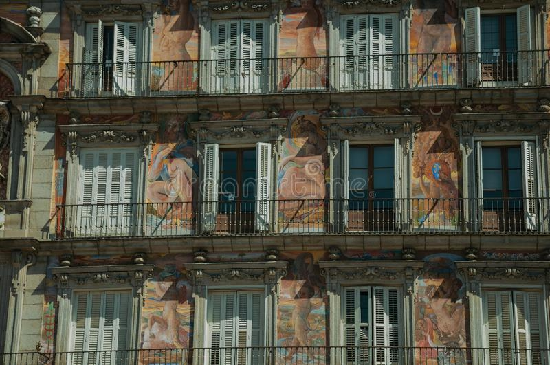 Χρωματισμένη πρόσοψη στο κτήριο στο δήμαρχο Plaza στη Μαδρίτη στοκ εικόνες με δικαίωμα ελεύθερης χρήσης