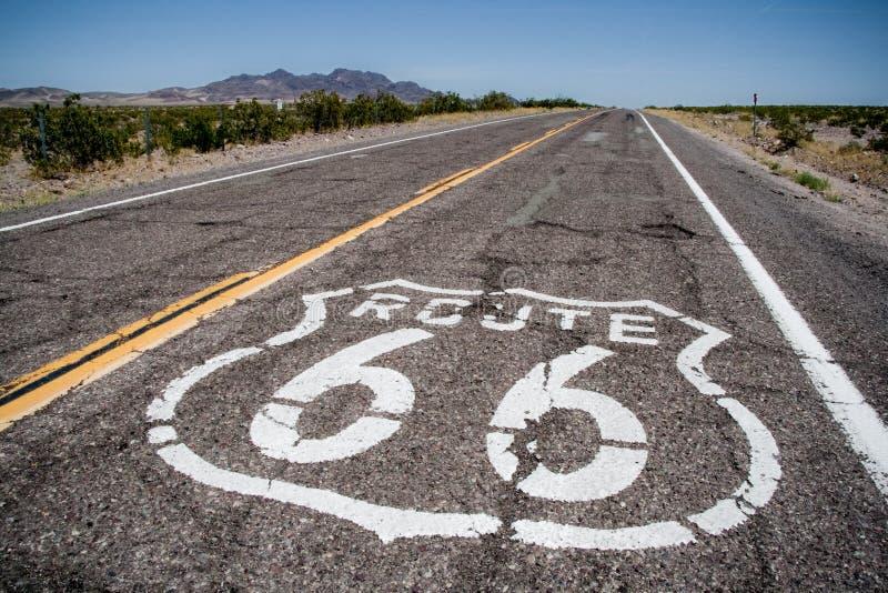 χρωματισμένη 66 λογότυπων πολύ οδική διαδρομή στοκ εικόνες