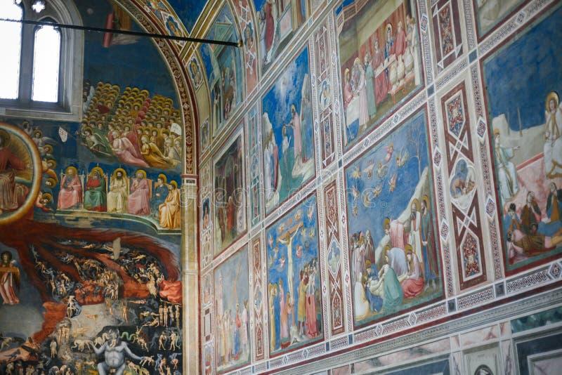 Χρωματισμένοι τοίχοι του παρεκκλησιού Scrovegni στην πόλη της Πάδοβας στοκ εικόνες