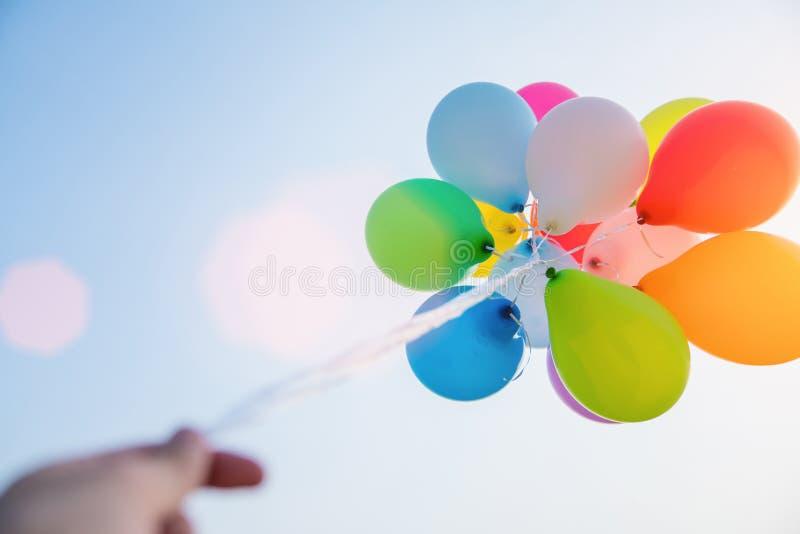 χρωματισμένος μπαλόνια ουρανός στοκ εικόνες