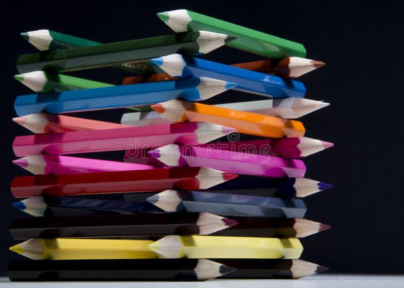 Χρωματισμένος πύργος μολυβιών στοκ φωτογραφία
