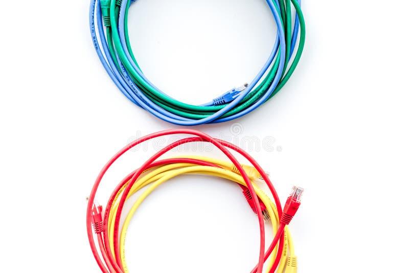 Χρωματισμένο μπάλωμα-σκοινί στην άσπρη τοπ άποψη υποβάθρου copyspace στοκ εικόνες με δικαίωμα ελεύθερης χρήσης
