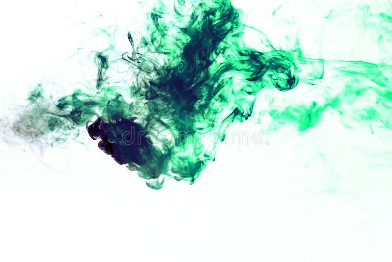 Χρωματισμένο υπόβαθρο με το τύλιγμα των σύννεφων καπνού από τα σχέδια των διαφορετικών μορφών κόκκινων, πράσινων χρωμάτων με τις  στοκ εικόνες