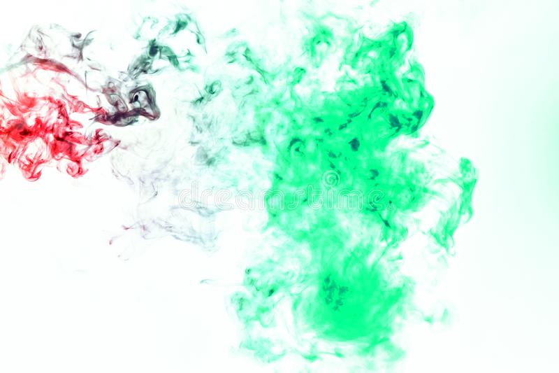 Χρωματισμένο υπόβαθρο με το τύλιγμα των σύννεφων καπνού από τα σχέδια των διαφορετικών μορφών κόκκινων, πράσινων χρωμάτων με τις  στοκ φωτογραφίες με δικαίωμα ελεύθερης χρήσης
