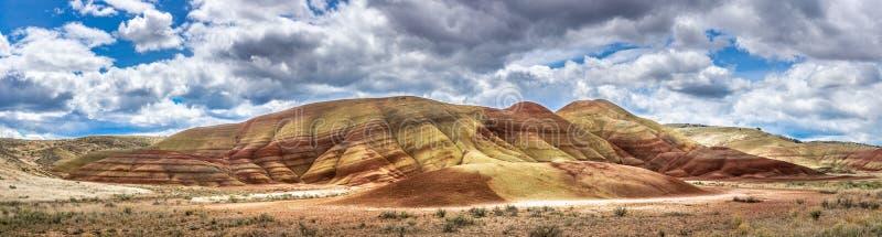 Χρωματισμένο φυσικό πανοραμικό τοπίο λόφων στοκ εικόνες με δικαίωμα ελεύθερης χρήσης