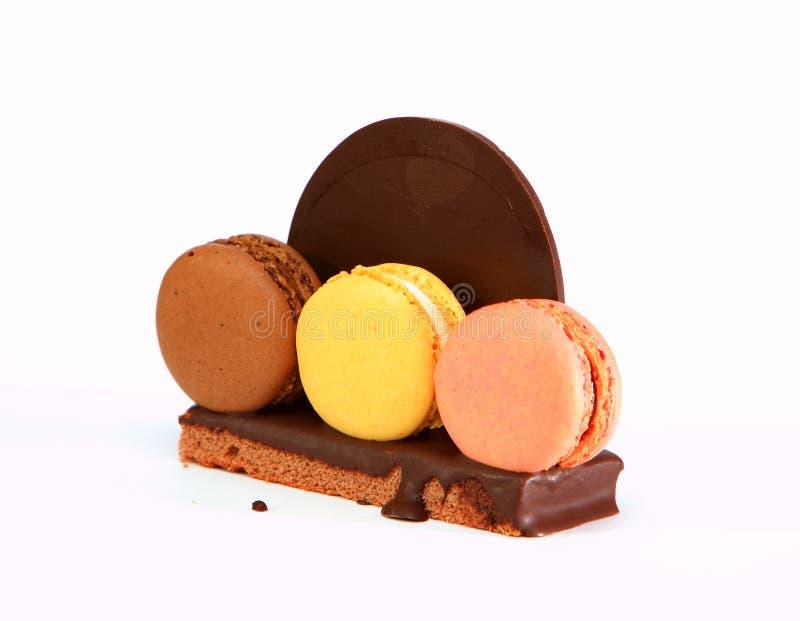 Χρωματισμένο Franche Macaron με τη σοκολάτα στοκ φωτογραφίες με δικαίωμα ελεύθερης χρήσης