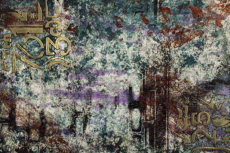 Χρωματισμένο Grunge αφηρημένο υπόβαθρο με τους μεταλλικούς αριθμούς και τα σύμβολα στοκ εικόνα