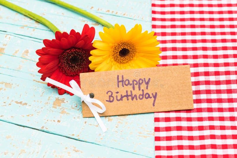 Χρόνια πολλά ευχετήρια κάρτα με τα όμορφα λουλούδια στοκ φωτογραφίες