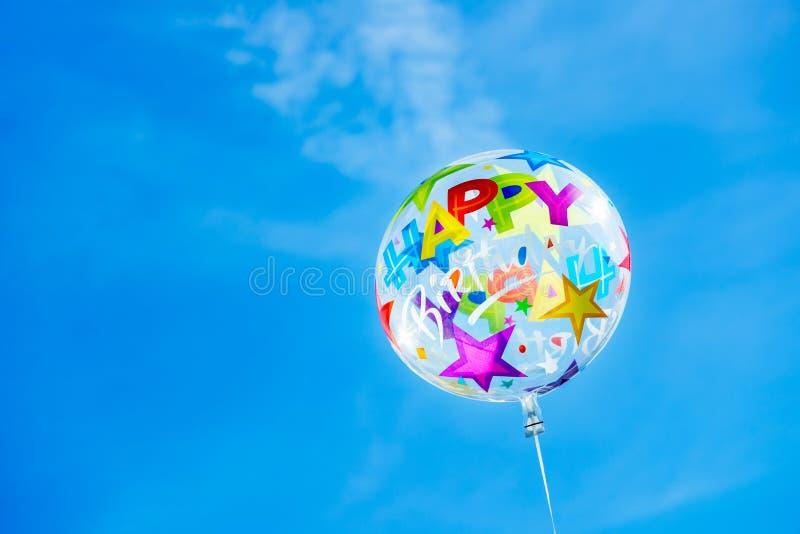 Χρόνια πολλά Ballon στο υπόβαθρο ουρανού στοκ φωτογραφία με δικαίωμα ελεύθερης χρήσης