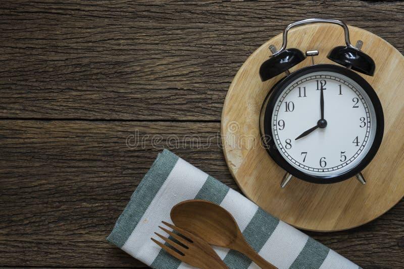 Χρόνος γεύματος με το ξυπνητήρι στοκ εικόνες με δικαίωμα ελεύθερης χρήσης
