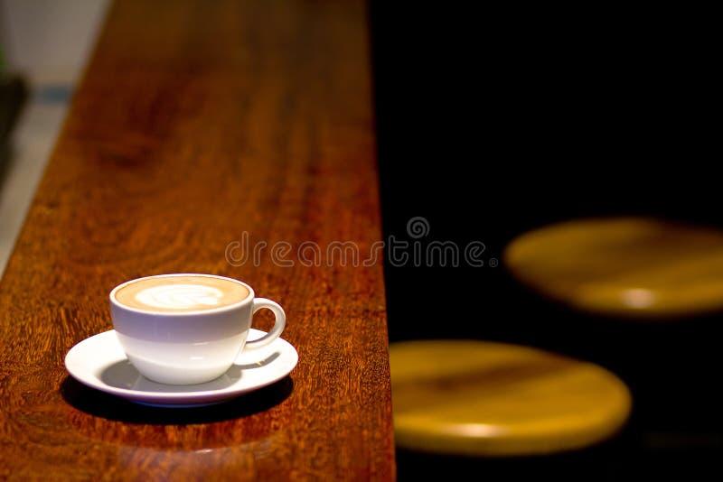 Χρόνος καφέ στον καφέ στοκ εικόνα με δικαίωμα ελεύθερης χρήσης
