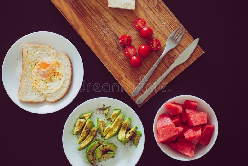 Χρόνος προγευμάτων και υγιή τρόφιμα στοκ φωτογραφίες με δικαίωμα ελεύθερης χρήσης