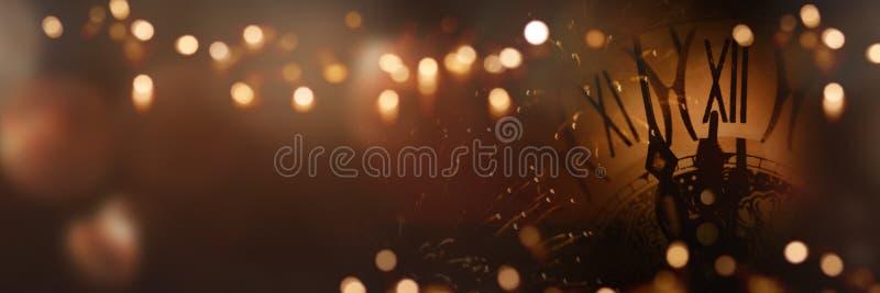 Χρόνος ρολογιών στη νύχτα του νέου έτους στοκ εικόνα