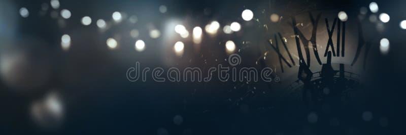 Χρόνος ρολογιών στη νύχτα του νέου έτους στοκ εικόνα με δικαίωμα ελεύθερης χρήσης