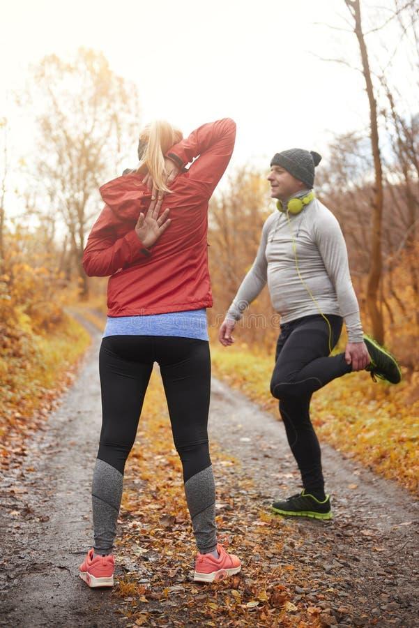 Χρόνος Jogging κατά τη διάρκεια του φθινοπώρου στοκ φωτογραφίες με δικαίωμα ελεύθερης χρήσης