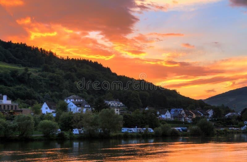 Χρώματα ηλιοβασιλέματος Μοζέλλα ποταμών στοκ φωτογραφίες