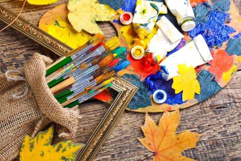 Download Χρώματα και βούρτσες στοκ εικόνα. εικόνα από διακοπή - 62721265