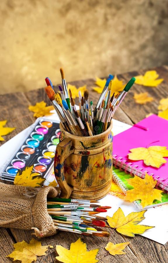 Download Χρώματα και βούρτσες στοκ εικόνα. εικόνα από σχέδιο, arroyos - 62721299